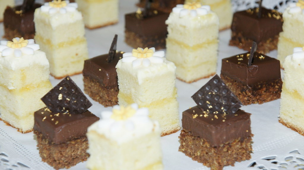 cake canapes